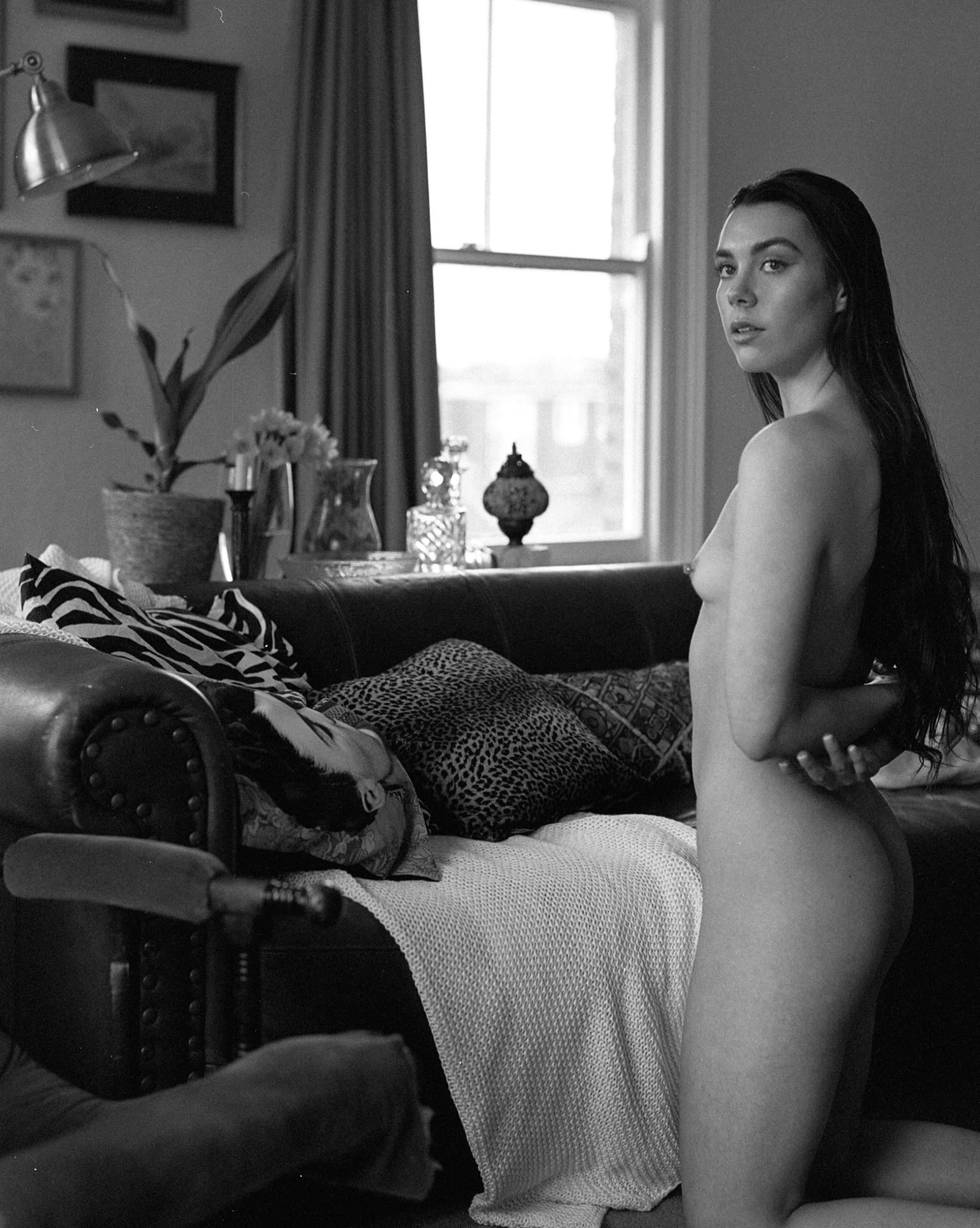 Black and white nude art photo - Hattie by Desari